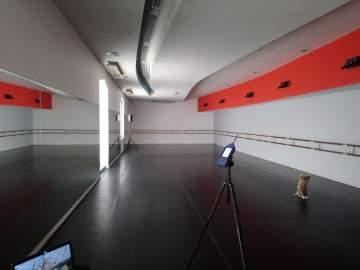 Correction acoustique d'une salle de danse